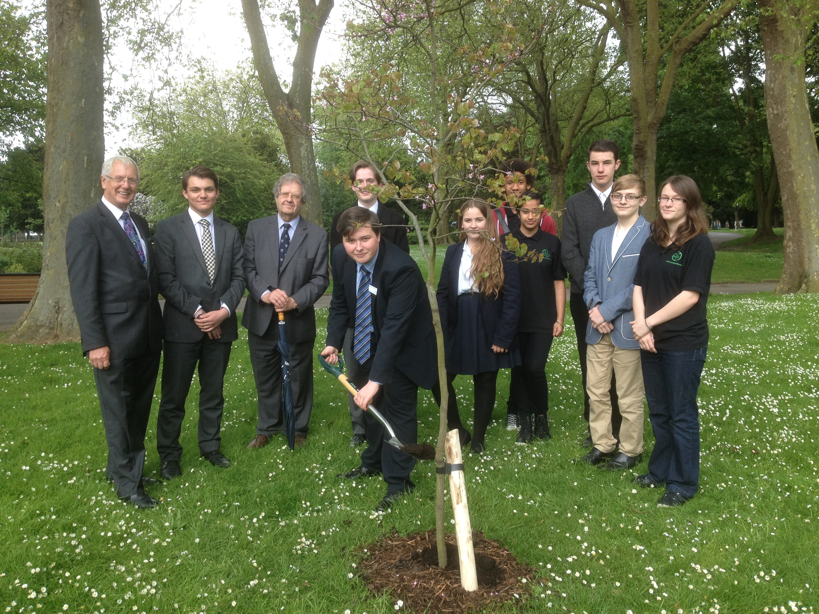 parkwood christian fellowship preschool medway youth parliament plant a tree in gillingham 174